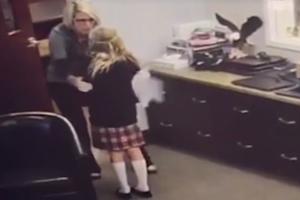 """Реакцию 11-летней сироты на появление """"мамы"""" сняли на видео"""