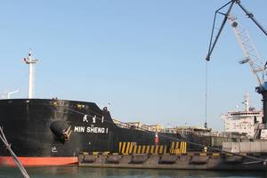 В Украину плывут сразу два судна с углем из ЮАР