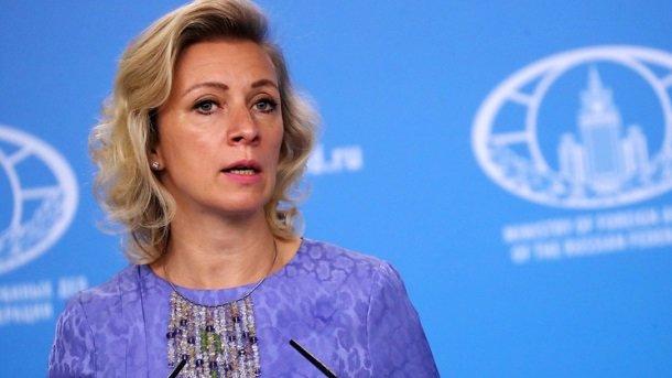 Скандал с российскими флагами в США: Захарова резко ответила американцам