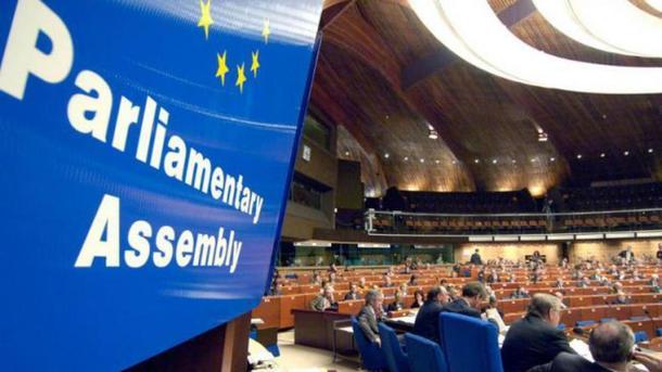 ПАСЕ большинством звуком утвердила резолюцию, позволяющую снять санкции сРФ