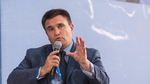 Скандал вокруг закона обобразовании: Климкин обратился квенграм