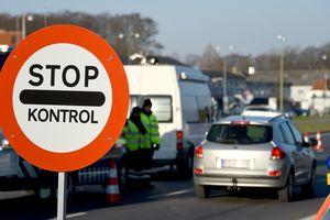 Заплатили по 1500 евро и чуть не задохнулись: в Греции задержали фургон с нелегалами