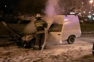 ДТП в Киеве: водитель спасся, выпрыгнув из горящего авто