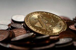 Новая вершина: Bitcoin рекордно подорожал к доллару