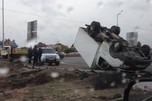 У Києві на мокрій дорозі перекинулася