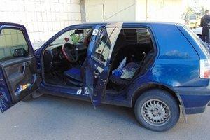 В Киеве пьяный ревнивец устроил стрельбу по авто с балкона