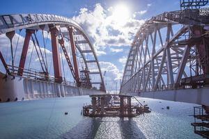 Две арки: как сейчас выглядит Крымский мост