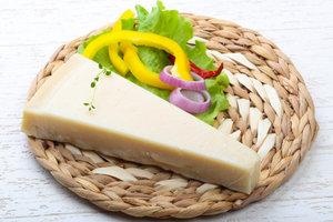 Твердый сыр полезен для профилактики кариеса