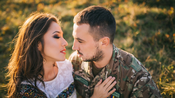 Украинская эстрадная певица смужем-героем АТО посвятили песню матерям военных: эмоциональное видео