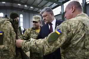 До конца года армия получит более 1000 единиц техники - Порошенко