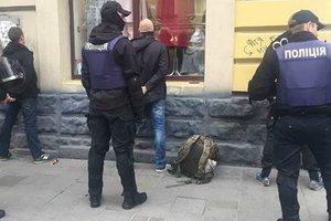 Во Львове задержали 50 вооруженных мужчин