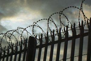 В Одесском СИЗО заключенный порезал себе горло