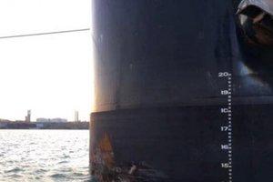 В порту Одессы судно врезалось в причал