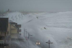 """Ураган """"Офелия"""" обрушился на Ирландию: стало известно о первых жертвах"""