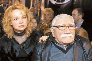 82-летний Армен Джигарханян разводится с молодой женой: Она вор, а не человек