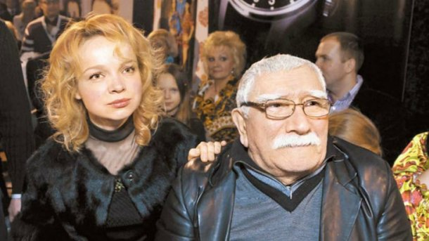Армен Джигарханян с женой. Фото: serialstv.org