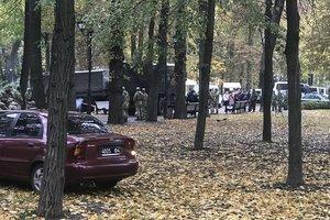 Количество митингующих людей в правительственном квартале увеличилось до шести тысяч