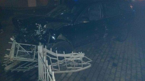 ВРовно автомобиль влетел востановку, есть пострадавшие