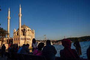 Турецкий парламент продлил чрезвычайное положение в стране еще на три месяца