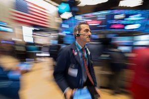 Американский индекс Dow Jones впервые преодолел отметку в 23 тысячи пунктов