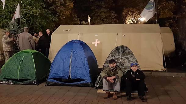 Генеральный прокурор уверил, что палатки под Радой сносить небудут