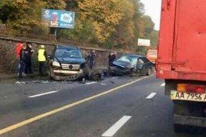 В Киеве на набережной столкнулись три авто