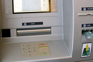 НБУ продал свои банкоматы Ощадбанку