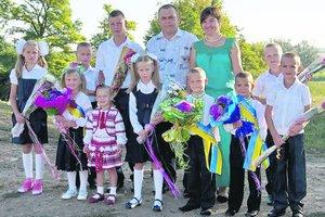 В детдомах Одесской области живут 800 сирот, которым нужна семья