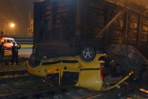 В Одессе грузовой поезд раздавил иномарку