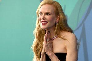 50-летняя Николь Кидман восхитила красотой в платье от Versace за 1800 долларов