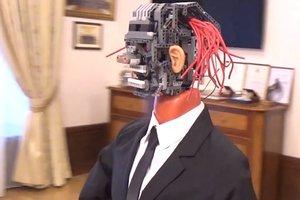 Нелепый робот-чиновник всколыхнул соцсети