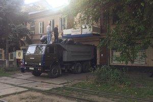 КамАЗ конопли привезли под здание полиции в Одесской области