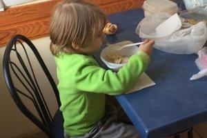 """Скисшие макароны и ни одной игрушки: в Одессе троих маленьких детей забрали из """"притона"""""""