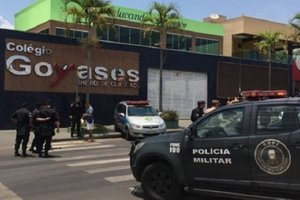 """Обзывали """"вонючкой"""": в Бразилии сын полицейского расстрелял одноклассников"""