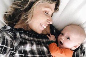 Видеохит: младенец впервые услышал голос мамы со слезами на глазах