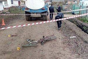 10-летний мальчик погиб под колесами молоковоза в Тернопольской области