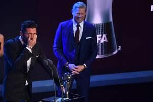 Буффон расплакался после получения награды лучшего голкипера года