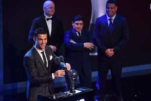 Лучшим футболистом года по версии ФИФА во второй раз подряд признан Криштиану Роналду