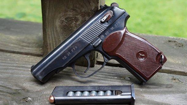 Погибший незаколнно хранил дома пистолет. Фото: warbook.info