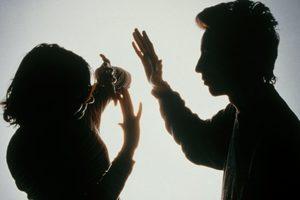 """""""Бьет - значит любит"""": почему жертвы домашнего насилия не бросают своих тиранов"""