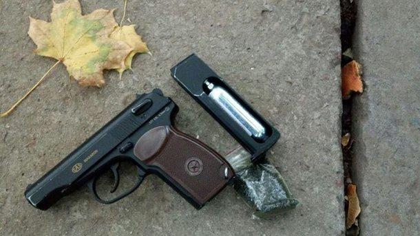 ВХерсоне 15-летний парень открыл стрельбу надетской площадке