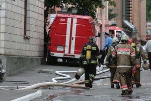 В Киеве произошел пожар в жилом доме, спасатели вывели двух жителей