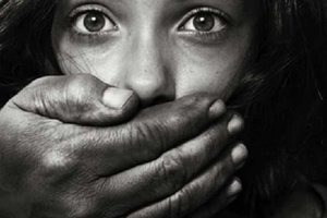 В Николаеве четверо мужчин похитили девушку-инвалида