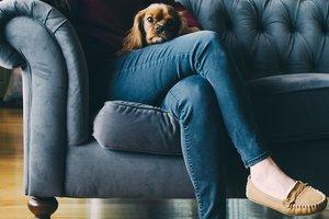 Почему ни в коем случае нельзя скрещивать ноги при сидении