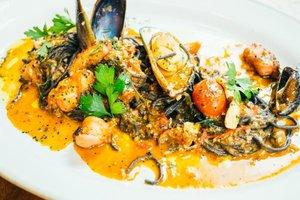 Идея для диетического обеда: мидии в чесночно-сливочном соусе
