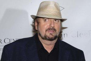 Новый скандал: режиссера Джеймса Тобака обвинили в сексуальных домогательствах