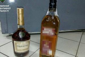 Под Киевом мужчина попался на краже дорогого алкоголя