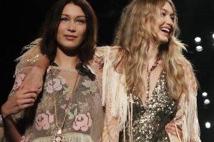 Модель Белла Хадид пришла на вечеринку в пальто на голое тело