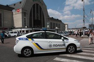"""Пассажиры поезда """"Киев-Львов"""" три часа мерзли на вокзале из-за сообщения о взрывчатке"""