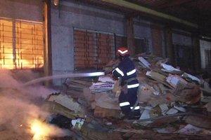 Возле Львова горел цех по переработке макулатуры